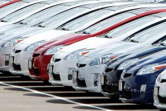 How are cars given their safety ratings?