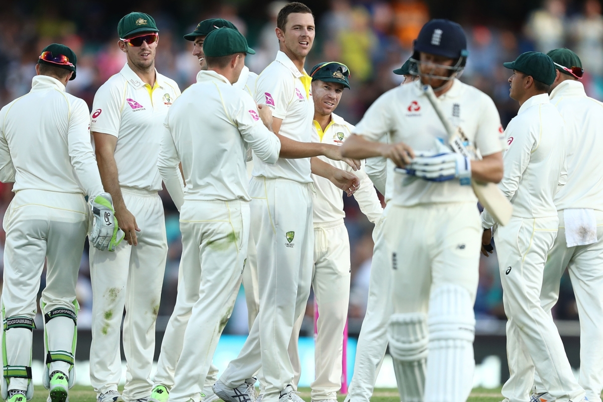 Article image for Australia land double blow late on day one in Sydney