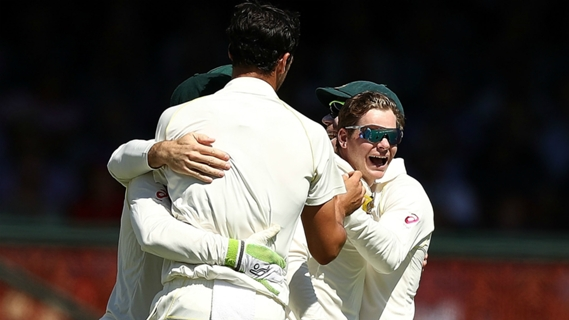 Article image for Captain Smith takes stunning Ashes catch