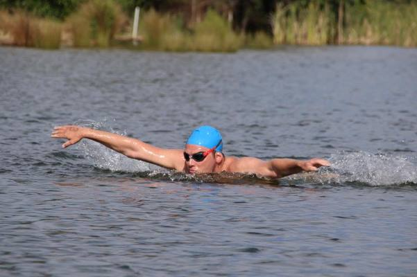 Article image for Aussie swimmer butterflying for a good cause