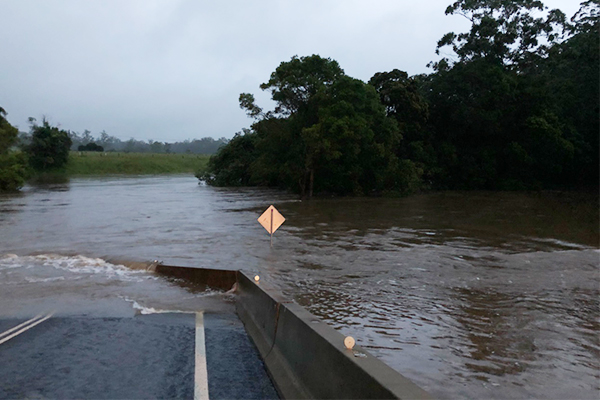 Article image for Flooding leaves drivers stranded for 3 days