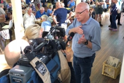Jim Molan says it's too early to criticise response to Tathra fire