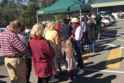 Crowds flock to Bunnings to get behind our farmers