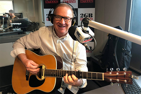 Article image for Australian country music legend Graeme Connors performs live in studio