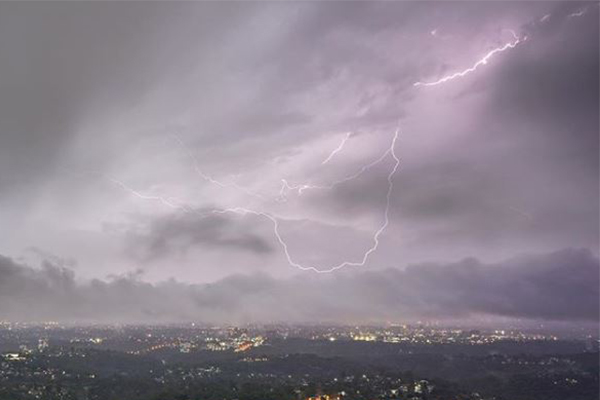 Article image for 'Very dangerous thunderstorm' smashes Sydney