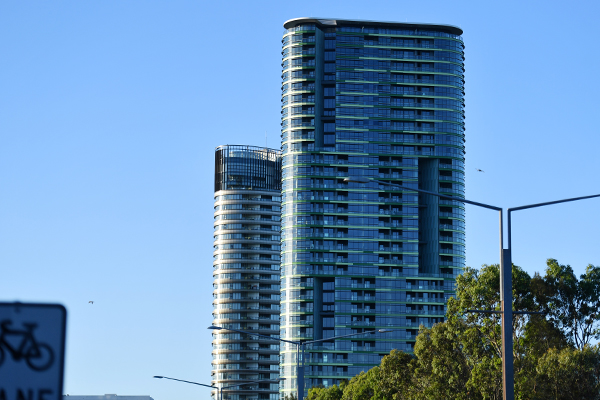 Article image for 'Bloody angry': Opal Tower builder says residents can return to cracked building