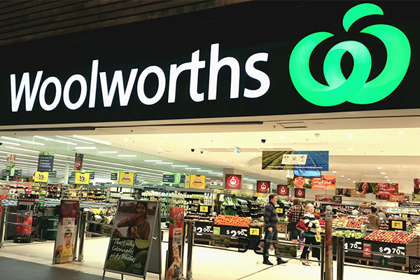 Article image for Woolworths to create $10 billion alcohol and poker machine company