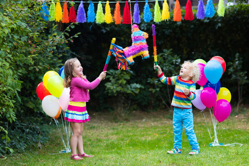 Article image for School bans kids from handing out birthday invitations