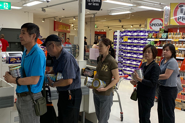 Article image for WATCH | Shoppers abuse 'two can' baby formula rule
