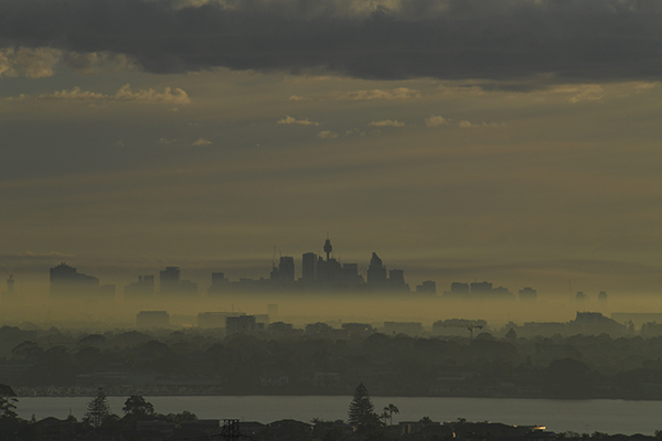 Article image for Health warning issued as smoke haze blankets Sydney