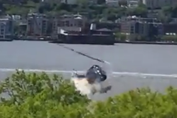 Article image for Incredible footage: Helicopter crashes into Hudson River