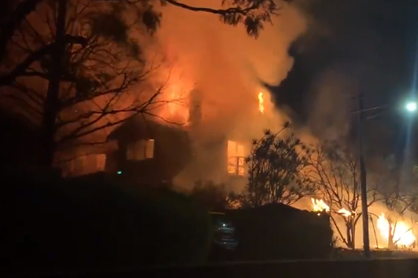 Article image for Sydney mansion burns to the ground