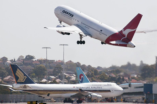 Article image for Multiple flights cancelled at Sydney Airport due to strong winds