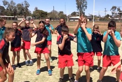 Young Aussies in drought-ravaged town call for nationwide rain dance