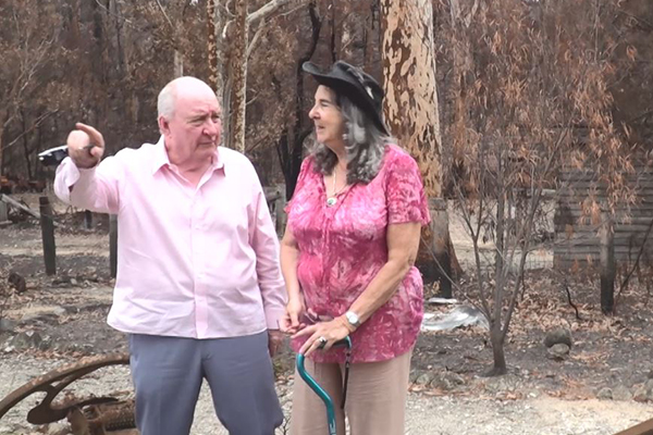 Article image for WATCH   Alan Jones visits NSW towns devastated by bushfires