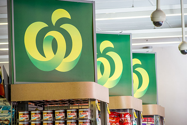 Article image for Woolworths boss apologises as elderly again met with no stock
