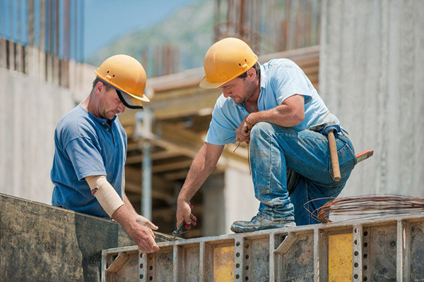 Article image for Australian tradies desperate for further funding to stay alive