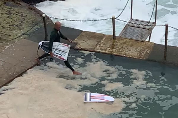 Article image for WATCH   Wipeout! Champion surfer Kelly Slater snaps his board