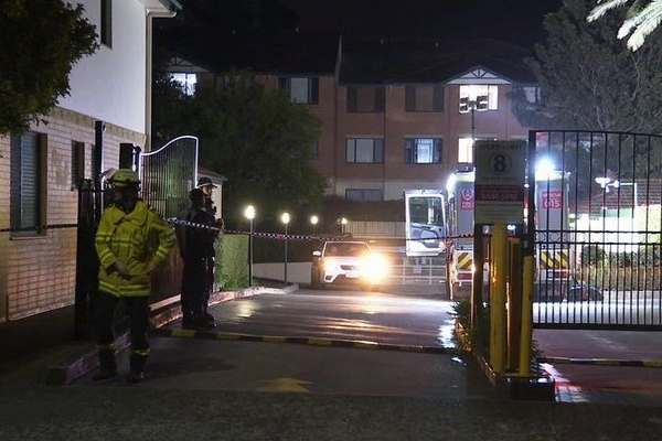 Article image for Sydney residents evacuated after unit begins to crack