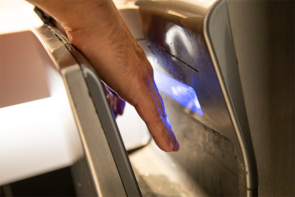 Article image for Warnings over the use of hand dryers during COVID-19