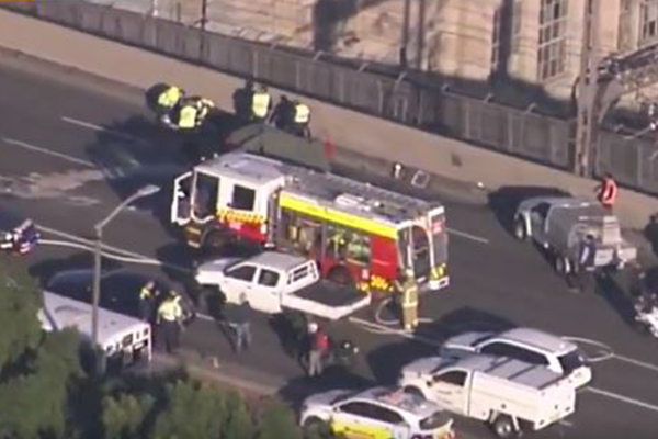 Article image for Fatal crash closes Sydney Harbour Bridge