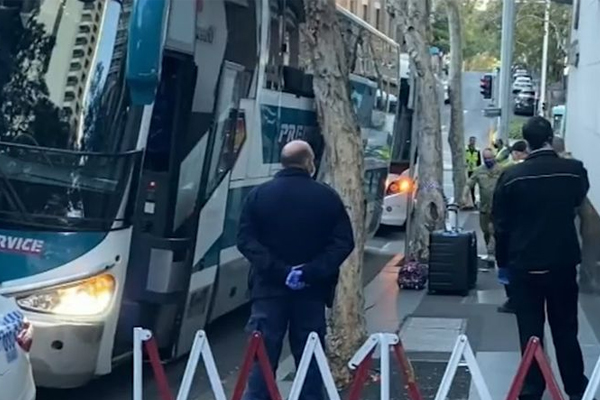Article image for Hundreds of travellers evacuated from Sydney quarantine hotel