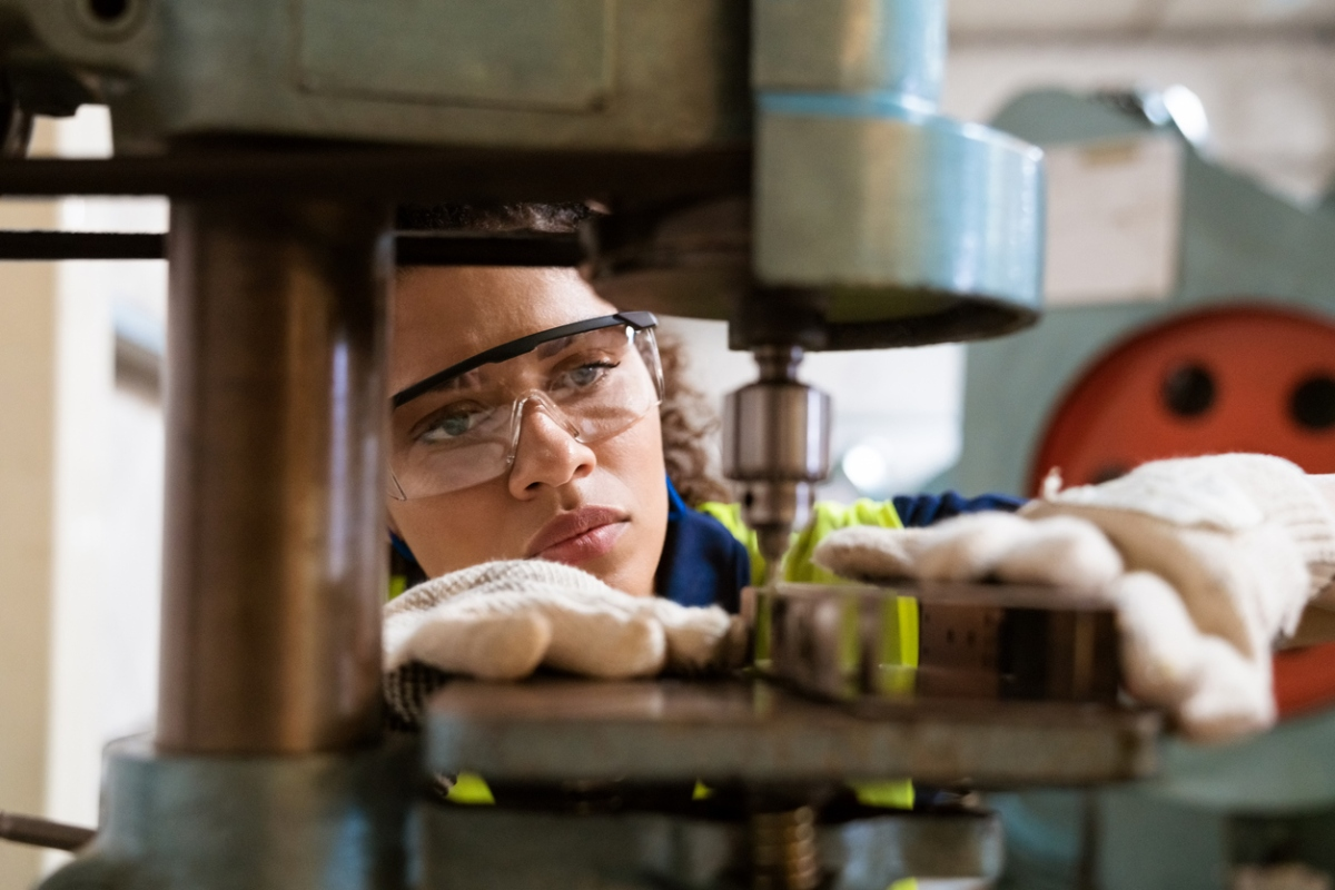Article image for Impending crisis as apprenticeship and traineeship numbers take a dive
