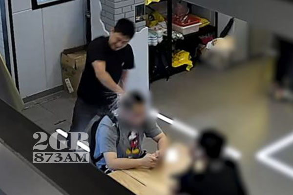 Article image for WATCH | Man glassed in 'dog act' at Sydney restaurant
