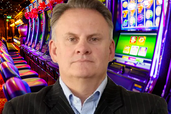 Article image for Mark Latham throws support behind cashless pokies