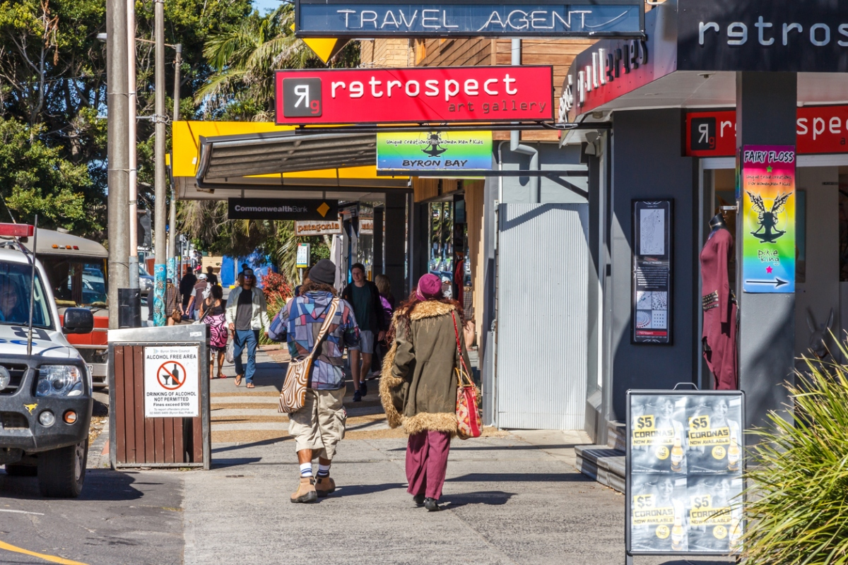 Article image for 'Just pathetic': Byron mayor furious at infected COVID-denying traveller