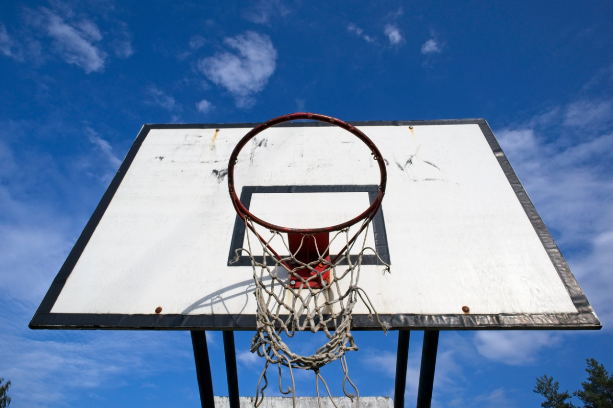 Article image for Basketball legends' intervention to let nine-year-old shoot hoops again